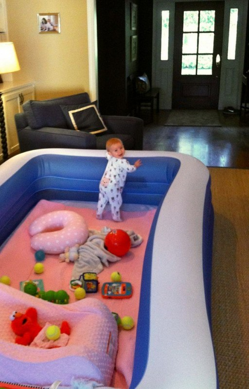Inflatable tub parenting hack