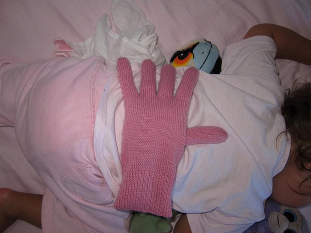 Pearl glove 1066x800 1024x768