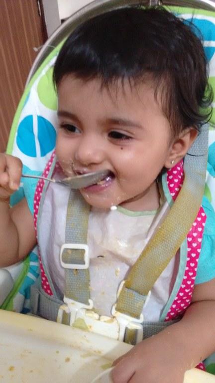 toddler eating_432x768
